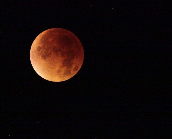 Eclipse lunar: Cómo afecta a tu signo